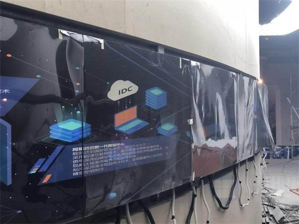 拼接屏采用原装工业级led光源背光系统,背光色彩还原度高,图像自然